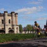 Rowerzyści pod Wieżą Wodną